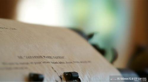sony 11 lamelles pour un effet bokeh encore plus beau L'ouverture circulaire d'origine de Sony a été améliorée avec 11 lamelles, pour une circularité encore plus importante. La conception et les matériaux ont été revus pour veiller à ce qu'une ouverture de forme presque ronde soit conservée, qu'elle soit ouverte ou fermée. De plus, des normes de circularité strictes sont appliquées pour garantir un effet bokeh STF magnifique sans compromis.  Manipulation et commande professionnelles Il est doté d'autres caractéristiques avancées pour les photos et les vidéos, comme une bague d'ouverture 3, des clics commutables sur la bague d'ouverture, un bouton de verrouillage de la mise au point, un bouton de sélection AF/MF pour la mise au point, et une grande bague de zoom pour un contrôle sûr et agréable.